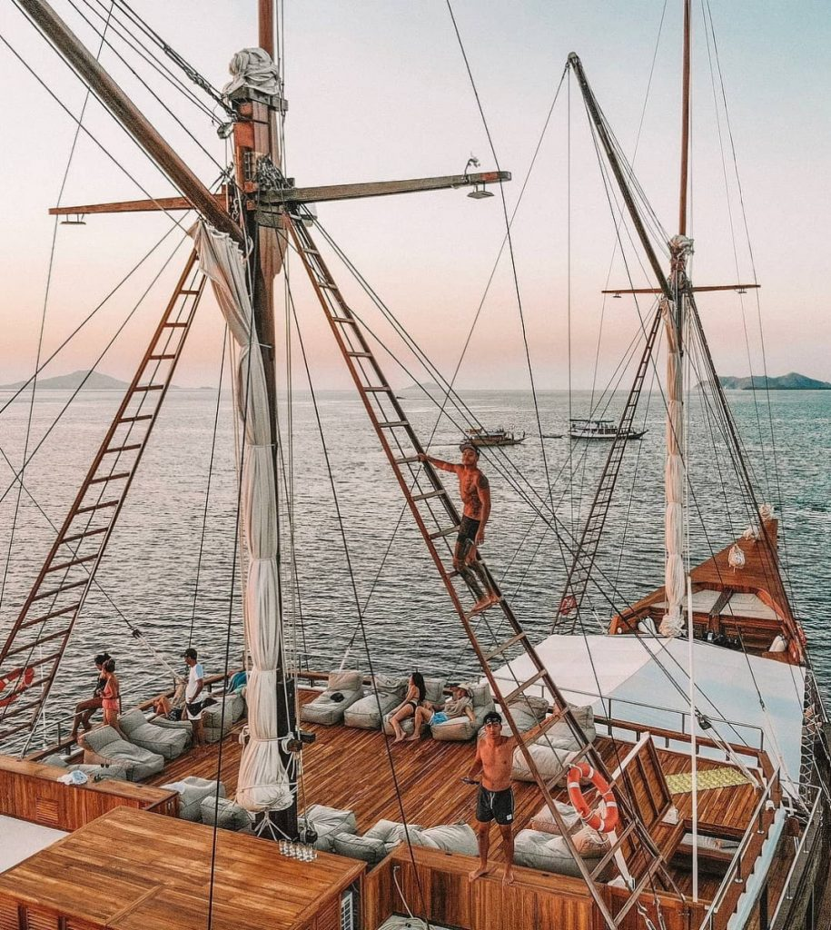 Types of People You'll Definitely Meet on Labuan Bajo Cruise